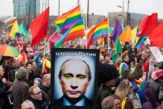 Russia-gay-activists-protest
